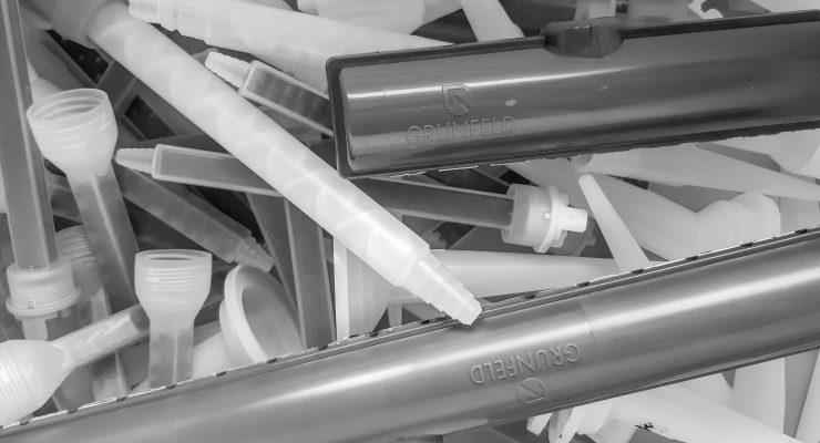 assorted nozzles adhesive dispense _ grunfeld